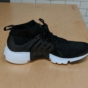 Nike Presto Sock fit- size 9 Black/white